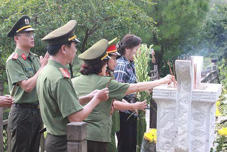 Cong doan Tong cuc Chinh tri CAND ve nguon tai Quang Binh, Quang Tri - Anh 2