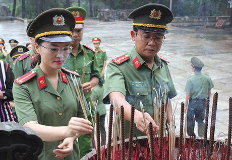 Cong doan Tong cuc Chinh tri CAND ve nguon tai Quang Binh, Quang Tri - Anh 5