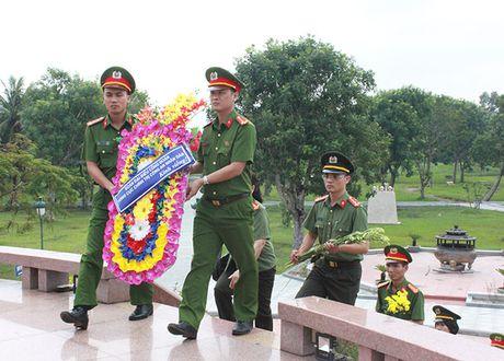 Cong doan Tong cuc Chinh tri CAND ve nguon tai Quang Binh, Quang Tri - Anh 7