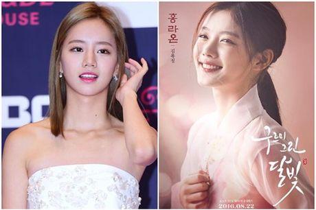 Song Hye Kyo vang bong, Song Joong Ki nhan giai thuong lon - Anh 4