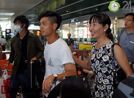 Fan nu xinh don Cong Phuong, Tuan Anh deo khau trang bi an - Anh 3