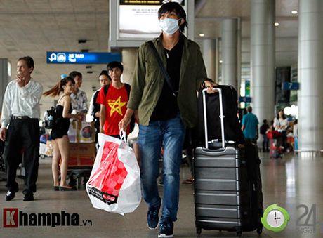 Fan nu xinh don Cong Phuong, Tuan Anh deo khau trang bi an - Anh 6