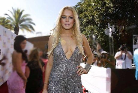 Lindsay Lohan mat nua ngon tay trong tai nan thuyen - Anh 2