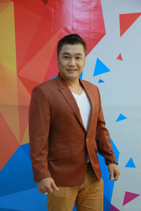 Ly Hung phong do o tuoi 47, bi Viet Huong om chat - Anh 1