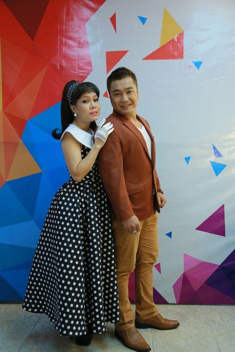 Ly Hung phong do o tuoi 47, bi Viet Huong om chat - Anh 3