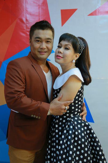 Ly Hung phong do o tuoi 47, bi Viet Huong om chat - Anh 4
