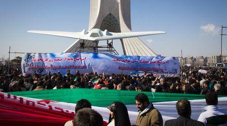 Iran gay soc voi ban sao may bay khong nguoi lai RQ-170 My - Anh 1