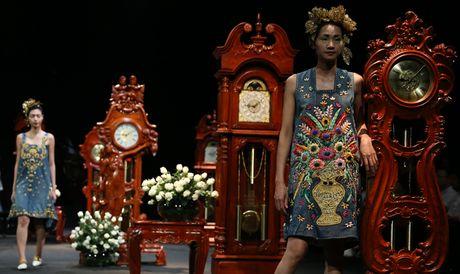 Vietnam Fashion Week Xuan He dem cuoi: Thoi gian lang dong - Anh 1