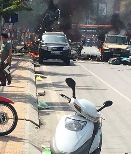 Hien truong tham khoc vu taxi phat no o Quang Ninh - Anh 4