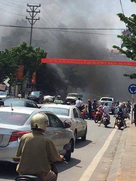 Hien truong tham khoc vu taxi phat no o Quang Ninh - Anh 5