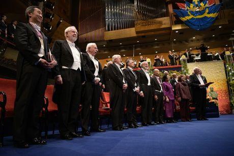Giai Nobel dang 'mat chat' vi bi thuong mai hoa? - Anh 1