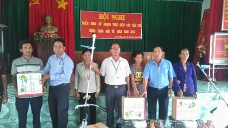 Binh Phuoc: Ho tro cong cu san xuat cho nguoi ngheo dan toc thieu so - Anh 1