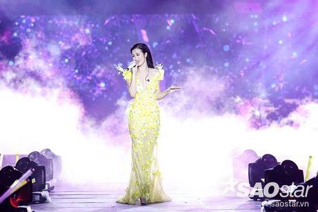 Dong Nhi dep khong goc chet trong loat vay ao cua Le Thanh Hoa - Anh 8
