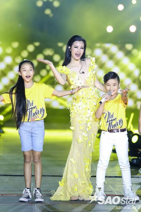 Hoc tro The Voice Kids 2016 chay het minh trong dem Liveshow dang cap cua Dong Nhi - Anh 9