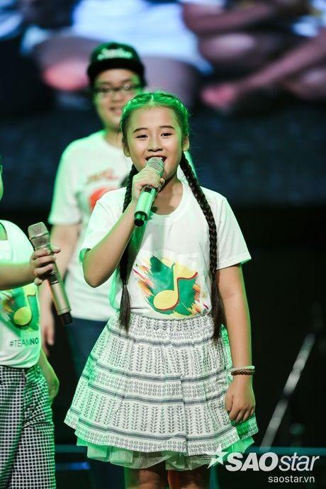 Noo Phuoc Thinh cam dong suyt khoc truoc mon qua dac biet cua Top 6 The Voice Kids va cac fan - Anh 10