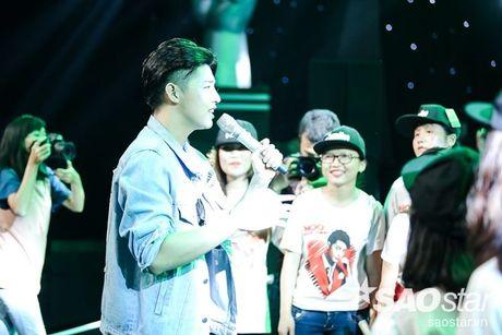 Noo Phuoc Thinh cam dong suyt khoc truoc mon qua dac biet cua Top 6 The Voice Kids va cac fan - Anh 14