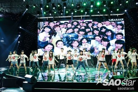 Noo Phuoc Thinh cam dong suyt khoc truoc mon qua dac biet cua Top 6 The Voice Kids va cac fan - Anh 1
