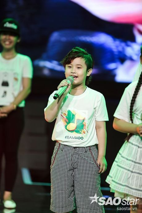 Noo Phuoc Thinh cam dong suyt khoc truoc mon qua dac biet cua Top 6 The Voice Kids va cac fan - Anh 9