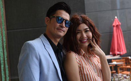 Le Khanh, Huy Khanh nhang nhit trong 'Chuyen gi dang xay ra?' - Anh 1