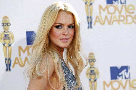 Lindsay Lohan bi tai nan dut lia nua ngon tay - Anh 2