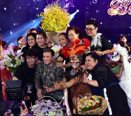 Mr. Dam duoc to chuc sinh nhat ngay trong liveshow - Anh 4