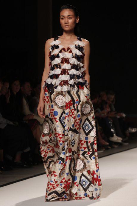 Tram Nguyen hoi ngo hai chan dai Viet o Paris Fashion Week - Anh 4