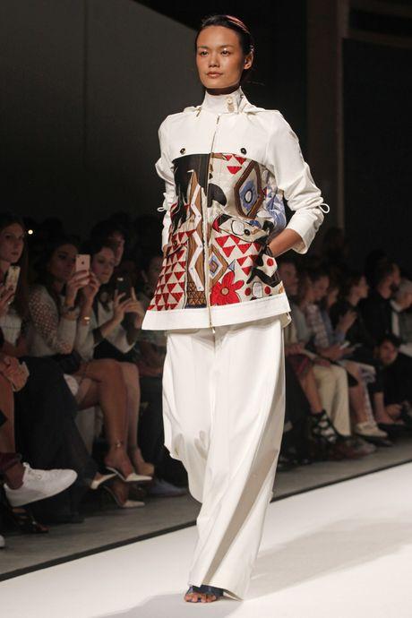 Tram Nguyen hoi ngo hai chan dai Viet o Paris Fashion Week - Anh 5