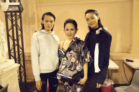 Tram Nguyen hoi ngo hai chan dai Viet o Paris Fashion Week - Anh 7