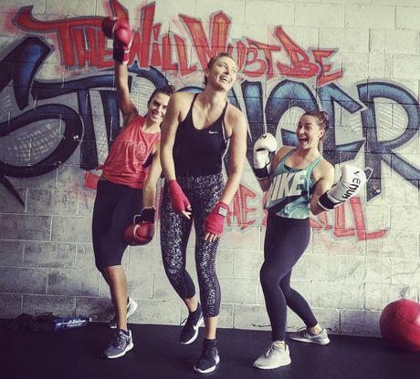 Sharapova tap boxing cho ngay tai xuat - Anh 2