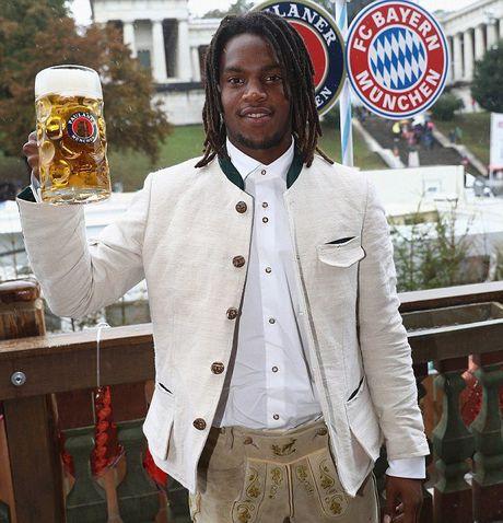 Sao Bayern va dan WAGs 'do' bia voi Usain Bolt - Anh 11