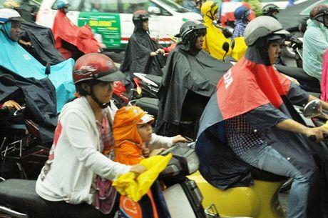 TPHCM: Sang dau tuan, dan khon kho dam mua - Anh 5