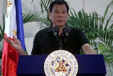 Tong thong Philippines cuong cuong xin loi vi tu vi minh voi Hitler - Anh 1