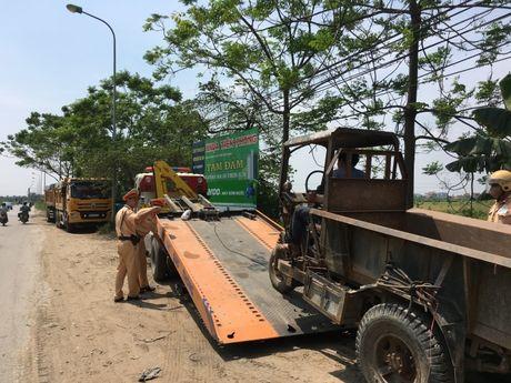 Ha Noi: Tang cuong xu ly xe cho cong kenh vung ngoai thanh - Anh 1