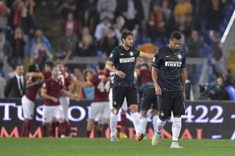 Roma 2-1 Inter: Thua tran lien tiep, doi quan cua De Boer tut doc khong phanh - Anh 2