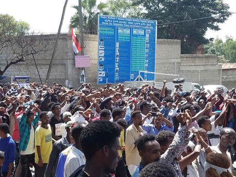 Hien truong vu giam dap kinh hoang o Ethiopia lam 52 nguoi thiet mang - Anh 5