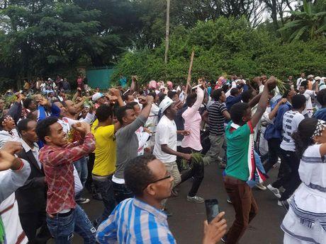 Hien truong vu giam dap kinh hoang o Ethiopia lam 52 nguoi thiet mang - Anh 9
