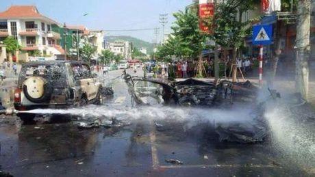 Vu no taxi Quang Ninh: Dang thi hanh an van tu tu - Anh 1
