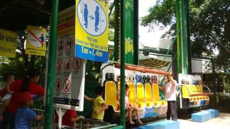 'Toat mo hoi' voi thai do phuc vu tai cong vien van hoa Dam Sen - Anh 1