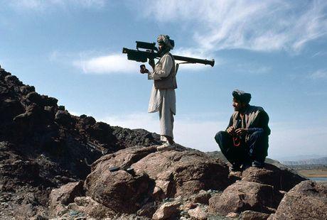 'Kich ban Afghanistan': My vu trang cho phien quan Syria - Anh 2