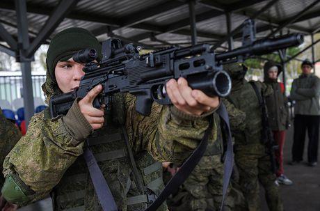 Sung truong AK-12 va A-545: Ai se duoc Quan doi Nga chon? - Anh 10