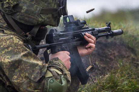 Sung truong AK-12 va A-545: Ai se duoc Quan doi Nga chon? - Anh 12
