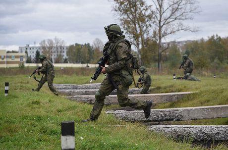 Sung truong AK-12 va A-545: Ai se duoc Quan doi Nga chon? - Anh 14