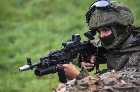 Sung truong AK-12 va A-545: Ai se duoc Quan doi Nga chon? - Anh 15