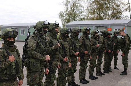 Sung truong AK-12 va A-545: Ai se duoc Quan doi Nga chon? - Anh 1