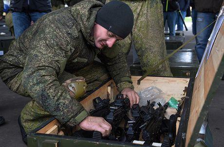 Sung truong AK-12 va A-545: Ai se duoc Quan doi Nga chon? - Anh 2