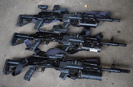 Sung truong AK-12 va A-545: Ai se duoc Quan doi Nga chon? - Anh 4