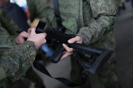 Sung truong AK-12 va A-545: Ai se duoc Quan doi Nga chon? - Anh 5