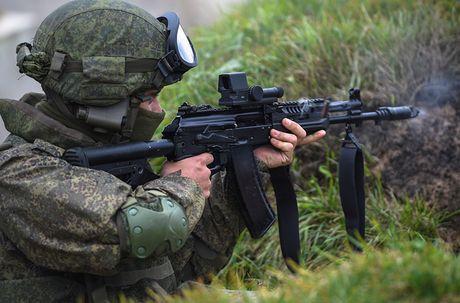 Sung truong AK-12 va A-545: Ai se duoc Quan doi Nga chon? - Anh 7
