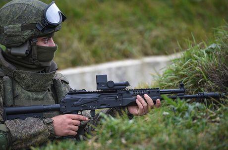 Sung truong AK-12 va A-545: Ai se duoc Quan doi Nga chon? - Anh 8