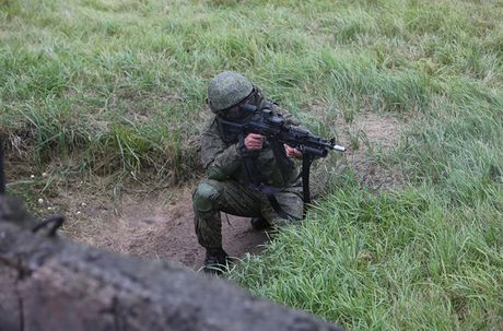 Sung truong AK-12 va A-545: Ai se duoc Quan doi Nga chon? - Anh 9